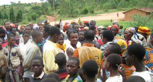 DorfbewohnerInnen in Burundi