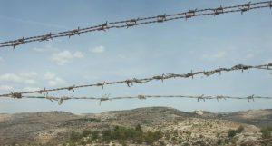 Stacheldrahtzaun im besetzten palästinensichen Gebiet
