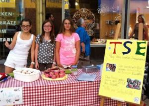 Kuchenverkauf während des Tages des sozialen Engagements, Amos Comenius Gymnasium, Bonn