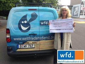 Velen_Sekundarschule_Katrin_Steinitz_nimmt_Scheck für WFD entgegen_gebrandet_rc
