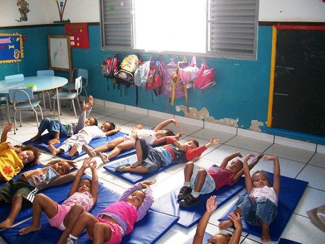 CAMPO-Kindertagesstätten: Kinder beim Serpa-Turnen