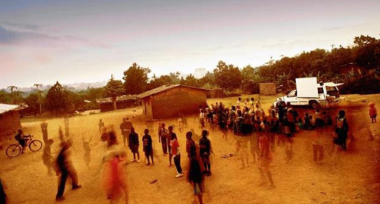 Filmvorfuehrung-Leinwand-STEPS-Suedafrika-suedliches-Afrika
