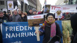 Helge Löw für den Weltfriedensdienst auf der Agrar-Demo 2015