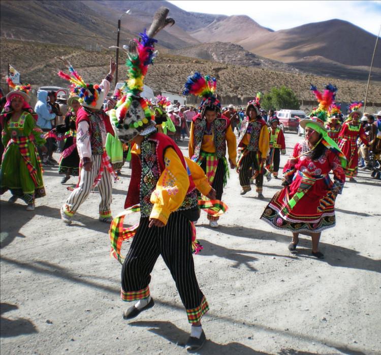 Indigene in Argentinien beim Tanzen