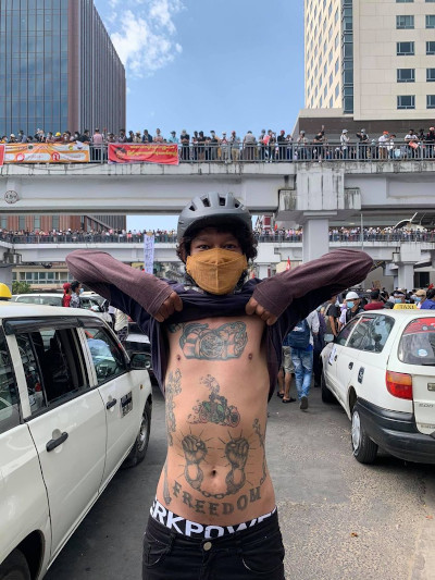 Freiheit: Der Mut zum Widerstand ist größer als die Angst vor der Militärdiktatur, Yangon, Myanmar, 09.02.2021 © Jella Fink