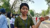 Aktivistin bei einen friedlichen Protest in in Myitkyin