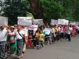 Eine Friedliche Demonstration für die Freilassung der im Kriegsgebiet gefangenen Zivilisten,