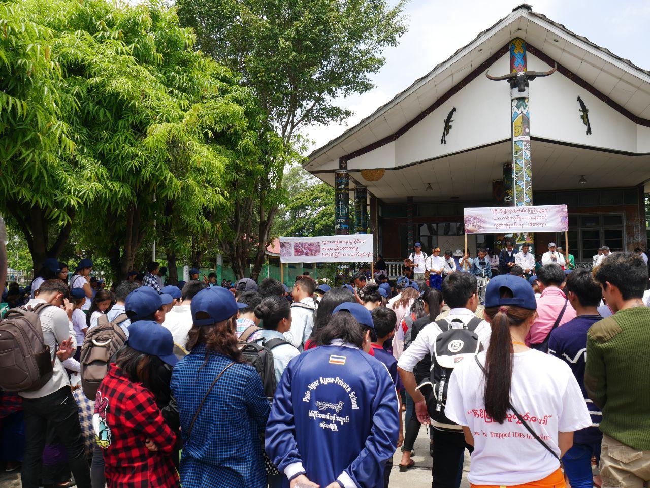 Protest und gemeinsames Gebet der Demonstrierenden im Manau Park in Myitkyina, 5.05.2018