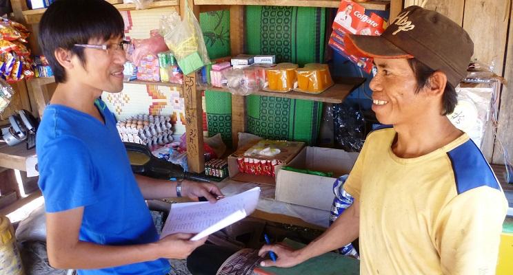 Laden im Dorf eröffnet wirtschaft Laos