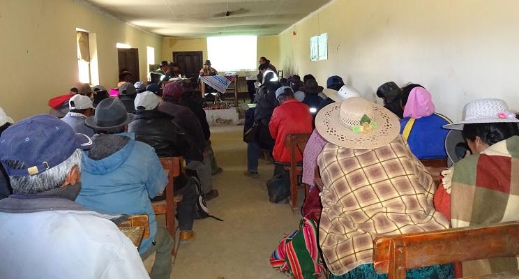 Vertreter aller Gemeinden des Ayllus Jila haben sich zur Verabschiedung der neuen Aylluverfassung zusammengefunden.